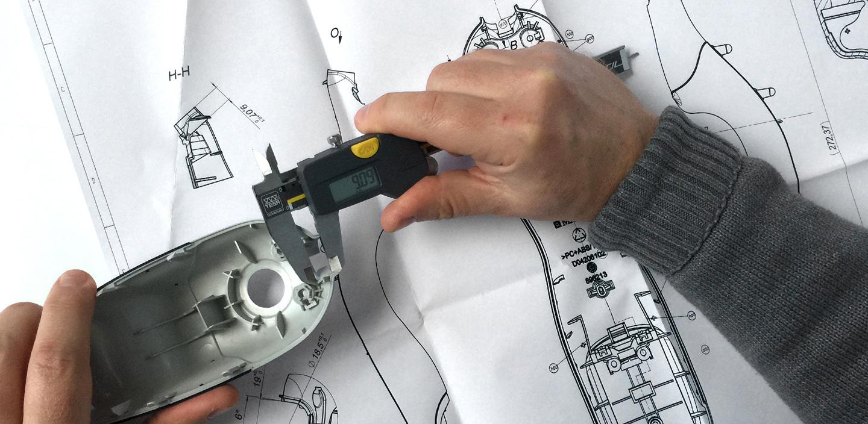 Slide Engineering Messung: Akribisch werden Toleranzen von Bauteilen während des Konstruktionsprozesses gemessen im Hause Constin.
