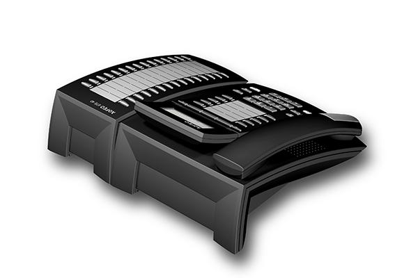 STE 40, Produktdesign-Studie von Constin, Rendering aus SolidWorks: schwarzes Telefon mit silbernen Akzenten, einem Tastenblock und schrägangestelltem Display. Hörer liegt links auf. rechts mit einem Erweiterungsblock für Adressen. Blick von hinten oben