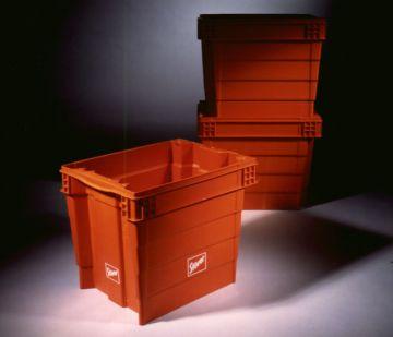 Drehstapelbehälter, Produktdesign, Konstruktion, Prototyping - CNC-Fraesteile von Constin, hier ein fotorealistisches Rendering aus SolidWorks von 3 orangenen Kuststoffkästen, 2 davon gestapelt, großes Bild