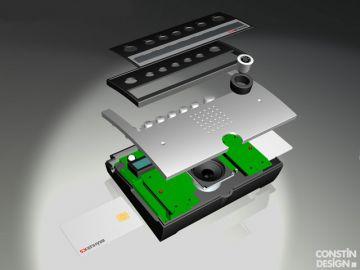 P8, Projektbetreuung vom Produktdesign bis zur Kleinserie von Constin, das Rendering aus SolidWorks zeigt ein Kunststoffgehäuse eines silbernen Pults, Explosionsdarstellung der Bauteile