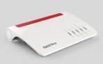 FRITZ!Box 7590, Produktdesign, Konstruktion, Prototypenbau (3D-Druck + Vakuumguss) von Constin, hier ein fotorealistisches Rendering aus SolidWorks des weißen wellenförmigen Kunststoffgehäuses mit rotem Einsatz für Lüftungsschlitze von schräg oben , 2. Ansicht