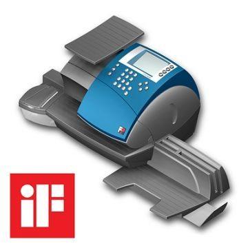 iF Award für OptiMail 30, Produktdesign und SLS-Prototyp von Constin, graue Frankiermaschine mit blauem Cover mit Display und Tastenblock, Perspektive mit iF-Zeichen