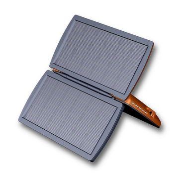 SolarLader, Produktdesign, Konstruktion, Prototyping - CNC-Fraesteile, Vakuumguss - Produktionsbetreuung von Constin, hier ein fotorealistisches Rendering aus SolidWorks, das 2 kleine Solarzellen zeigt, die von einem Ständer abgestützt werden, großes Bild