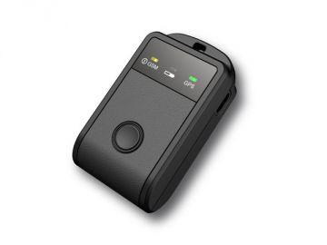 Tracker, Kunststoffgehäuse = Constin design + innovation, Produktdesign + Konstruktion + Rapid Prototyping 3D-Druck MJM / FDM, Hier ein Rendering aus SolidWorks, das einen rechteckigen schwarzen Gegenstand mit einem schwarzen zentralen Knopf zeigt