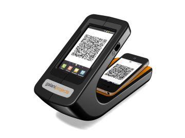 Phonereader, Produktdesign-Studie von Constin, das Rendering aus SolidWorks zeigt dem Smartphone-Leser von oben mit Logo von galaniprojects mit eingelegten Smartphones die QR-Code zeigen.