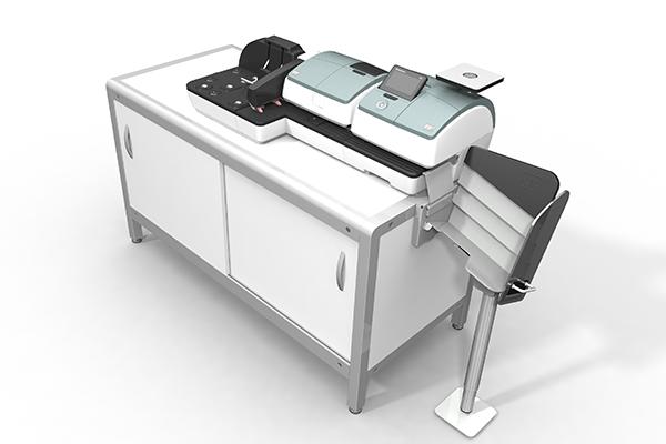 Aktive Rampe für PostBase 100: Produktdesign und Designstudie in SolidWorks von Constin. hier die Rampe integriert in die kleine PostBase auf einem weißen Unterschrank